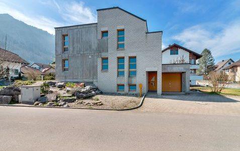 6.5-Zimmer Einfamilienhaus in Schübelbach – Architektur und Kunst vereint